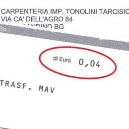 Bolletta da 4 centesimi a Gandino Costa più a chi riscuote che a chi paga