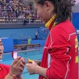 A Rio anche una proposta di nozze Scena romantica... made in China - video