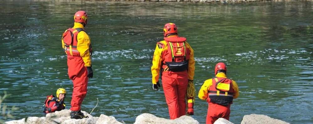 Malore nel fiume Oglio, grave 14enne Un passante si è tuffato per salvarla