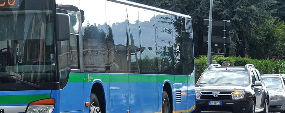 Niente pullman per tre giorni Stop totale, protesta la Val Brembana