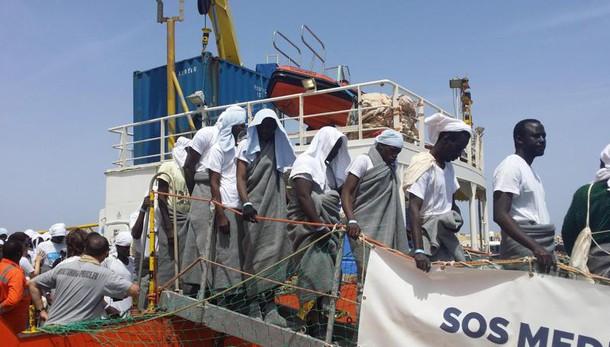 534 migranti salvati, recuperati 5 corpi