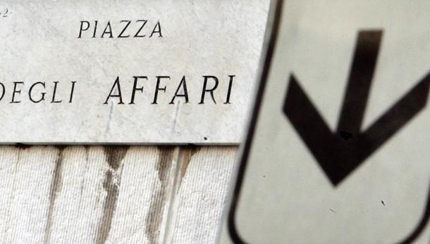 Borsa, Milano chiude a -2,18%