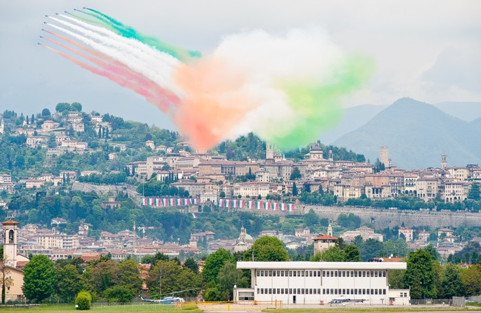 Le Frecce Tricolori a Bergamo nel 2010 per l'Adunata degli alpini