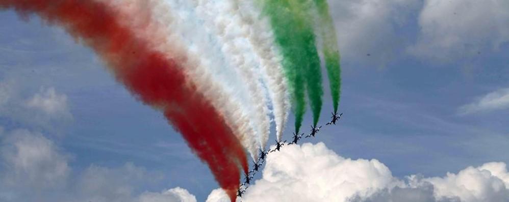 Lo spettacolo delle Frecce Tricolori domenica sul lago di Garda - Video