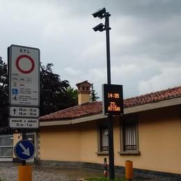 In Borgo Canale cartello indecifrabile I turisti stranieri fanno dietrofront