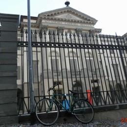 La recinzione della Carrara come portabici Appello di Federconsumatori al Comune