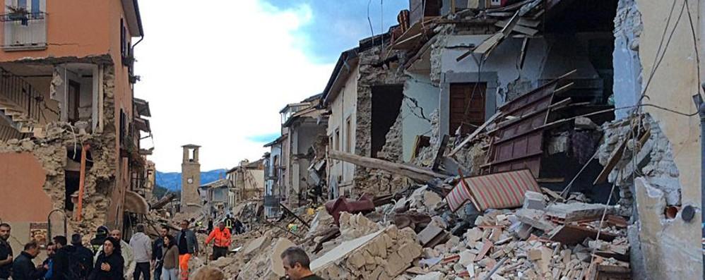 Sisma in Italia, epicentro vicino a Rieti Morti, crolli e disperazione - le foto