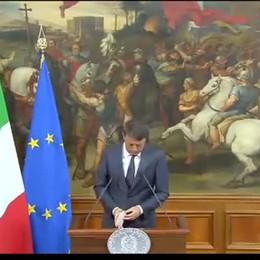 Terremoto, il premier Matteo Renzi «Non lasceremo nessuno da solo»