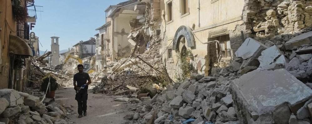 Terremoto: 247  morti, molti bambini Ma il bilancio è destinato ad aumentare