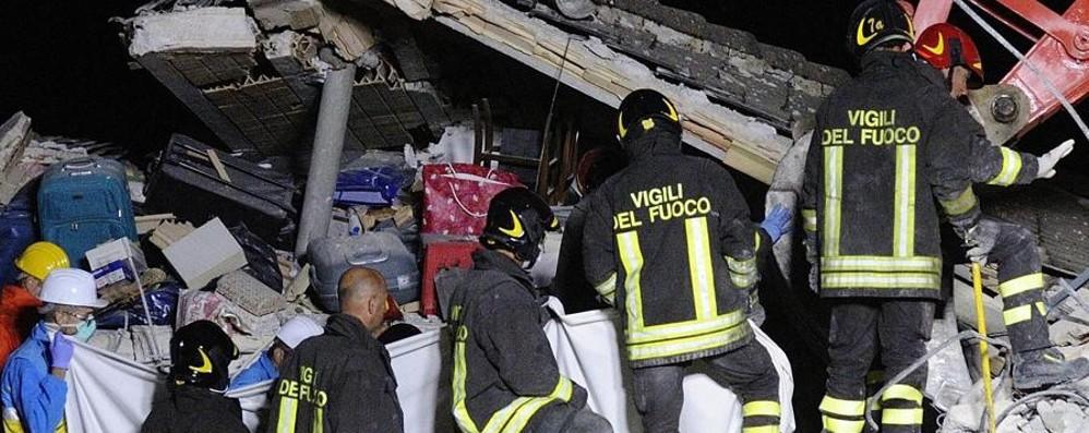 Terremoto, i pompieri bergamaschi «Noi tra le macerie dell'albergo Roma»