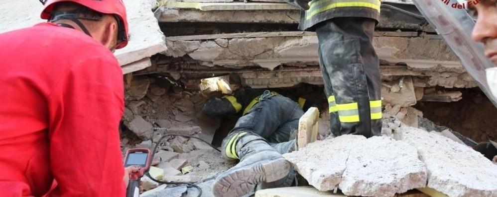 Terremoto, il racconto dei sopravvissuti «In un secondo sotto quintali di macerie»