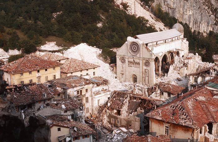 Gemona dopo il terremoto in Friuli