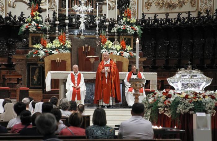 Il vescovo Francesco Beschi in Cattedrale accoglie di gruppo del cammino orante