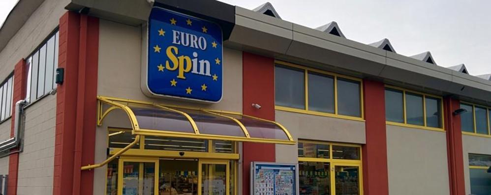 Attimi di paura all'Eurospin di Ranica Uomo armato tenta una rapina: arrestato