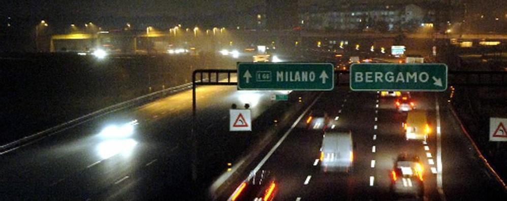 Lavori in corso sull'autostrada A4 Per due notti uscita obbligatoria a Seriate