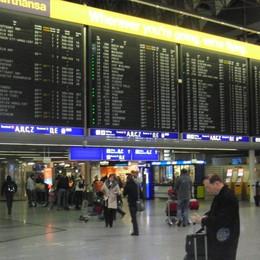 Allarme allo scalo di Francoforte Evacuati due terminal dell'aeroporto