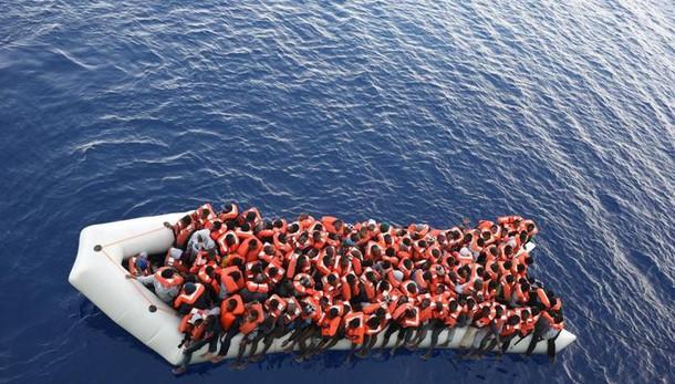 Migranti: Meloni, cifre da invasione