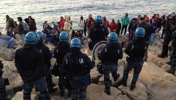 Migranti: Toti, emergenza Ventimiglia