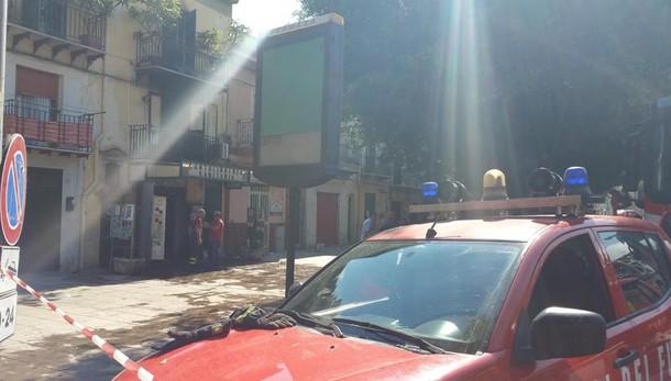 Incendio in negozio a Palermo, un morto