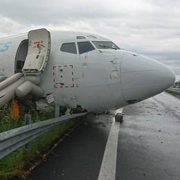 Serie le condizioni del pilota del cargo Ha lesioni alla colonna vertebrale