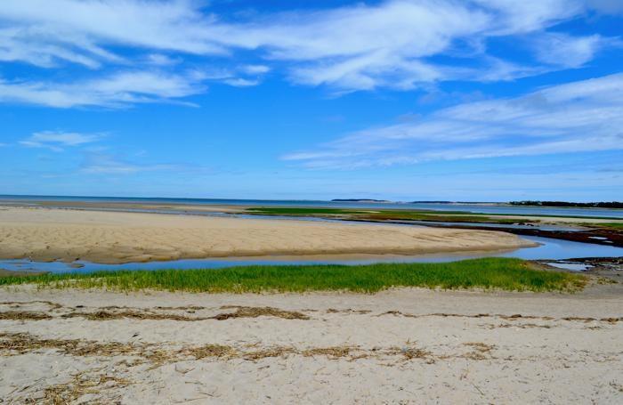 Le lunghe spiagge di Cape Cod. Molta parte della penisola è preservata come riserva naturale. La decisione di proteggerla dalla speculazione edilizie fu del Presidente Kennedy, la cui proprietà sorgeva nelle vicinanze, a Martha's Vineyard.
