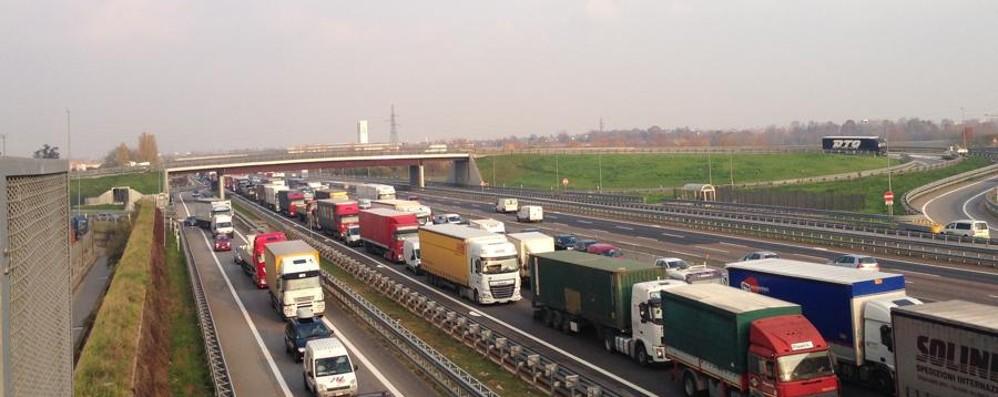Di corsa sull'autostrada A4 dopo il furto Catturato dalla vigilanza di Oriocenter