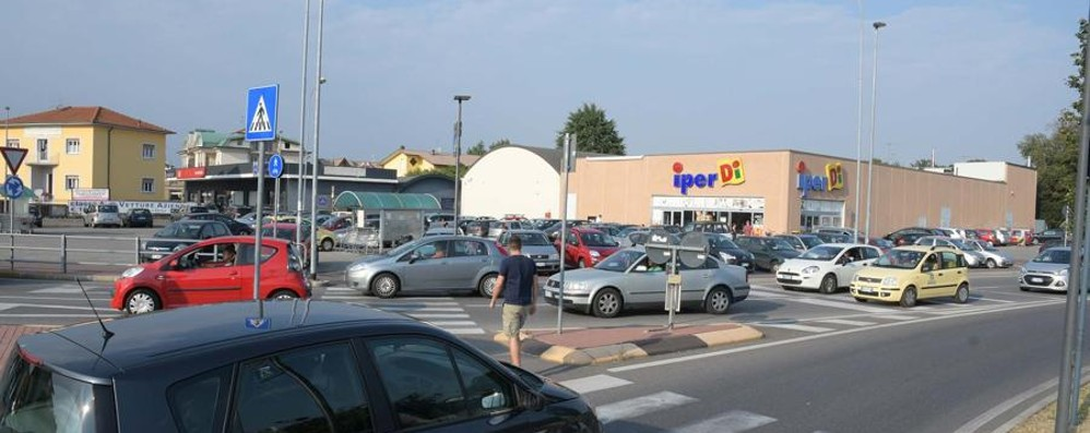 Treviglio, trovano 2700 euro per strada I soldi consegnati ai vigili e restituiti