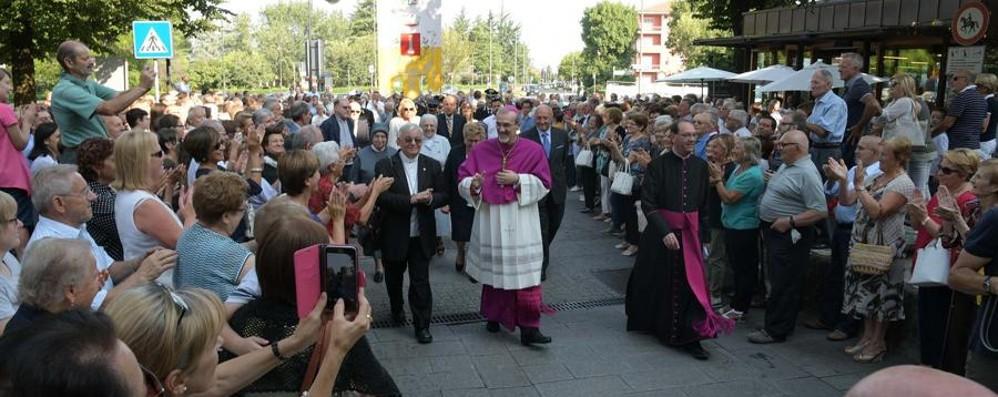 Folla a Cologno per padre Pizzaballa I giovani: «L'umiltà la tua grande dote»