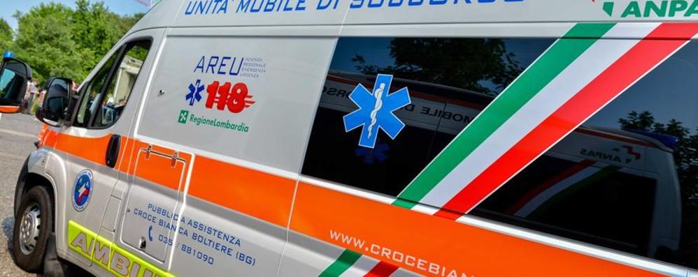 Incidente sull'asse a Brusaporto Grave una 41enne, estratta dall'auto