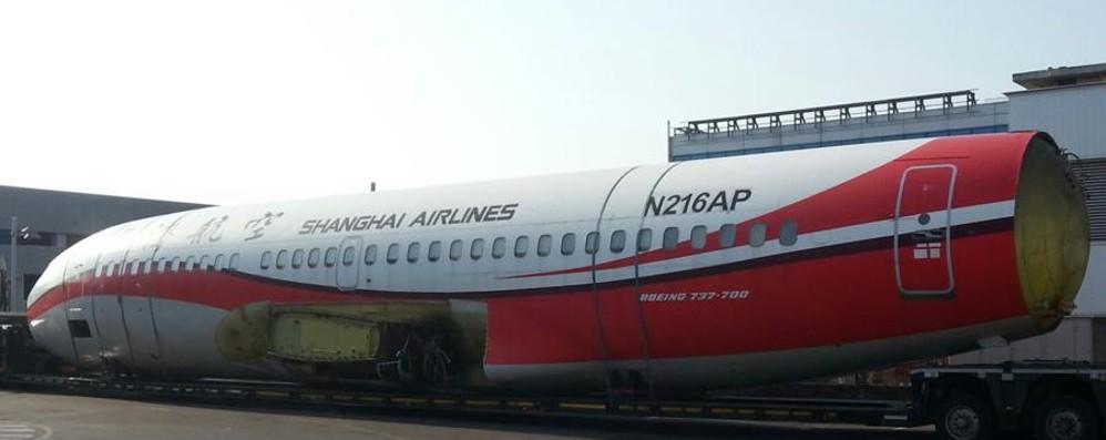 Orio, il Boeing 737 arriva via terra Sarà la scuola dei piloti Ryanair