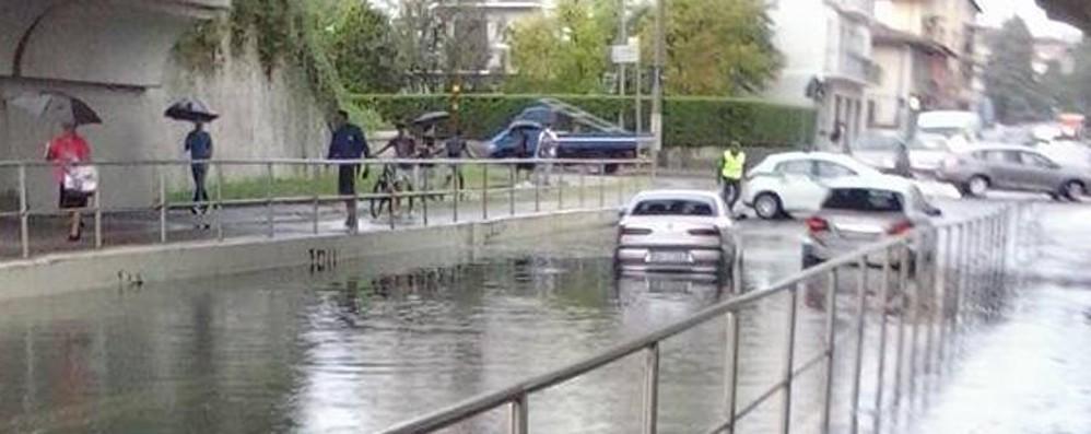 Seriate, «piscina» via Marconi Con la pioggia è di nuovo allagata