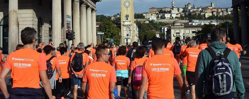 Bergamo si colora d'arancio - foto/video Oltre 5 mila persone alla Millegradini