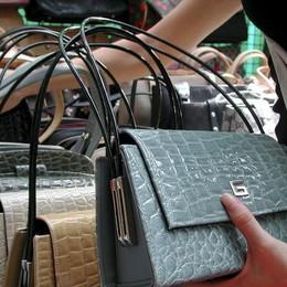 Maxisequestro di borse griffate (false) Perquisizioni anche a Bergamo