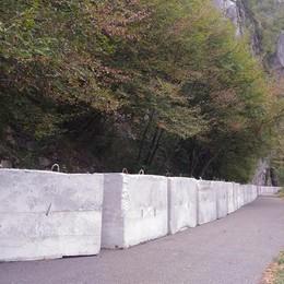 Legambiente: deturpata la baia del Bögn Barriera di cemento, «è per sicurezza»