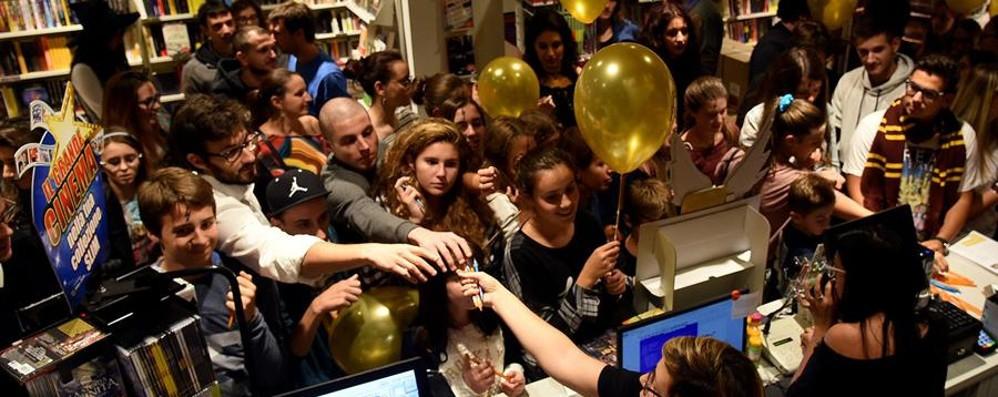 Harry Potter, il nuovo libro è arrivato Notte magica per i fan a Bergamo - Video
