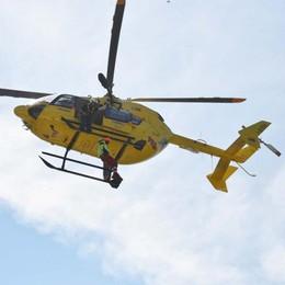 Precipita con il parapendio a Grone Svizzera in ospedale con l'elisoccorso