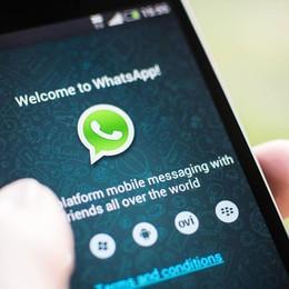 WhatsApp, nuova ondata di sms truffa La polizia: non cliccate su quel link