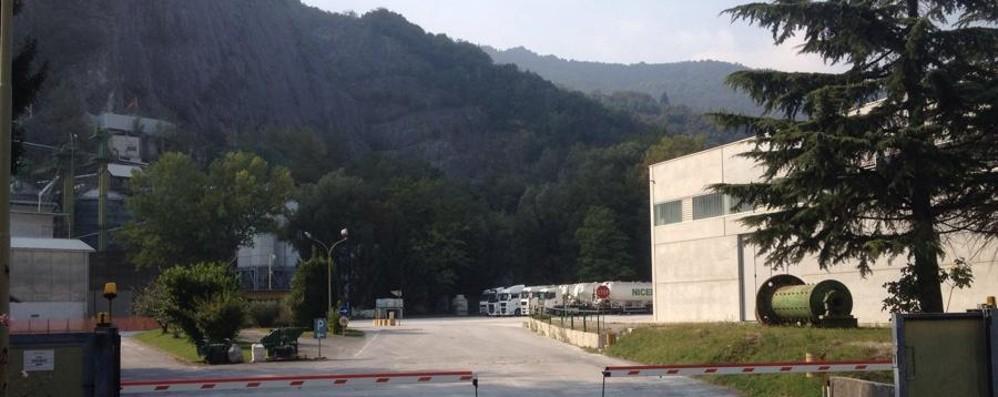Colpito da malore cade dalla cabina Muore camionista a Casazza