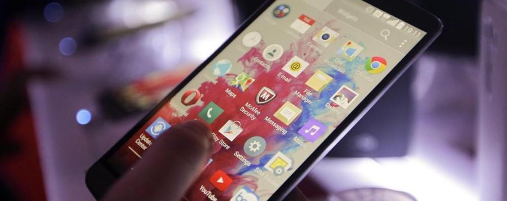 Internet, Facebook e smartphone boom Tv e radio: salute ottima. Giornali e libri giù