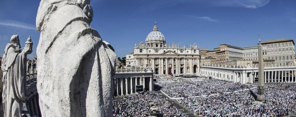 Madre Teresa di Calcutta è santa «China sugli ultimi, sfidò i potenti»
