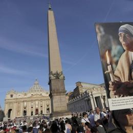 Madre Teresa santa –   Diretta video Centomila persone in piazza San Pietro