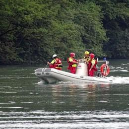Si tuffa nel fiume Oglio, muore 33enne La tragedia sotto gli occhi della famiglia