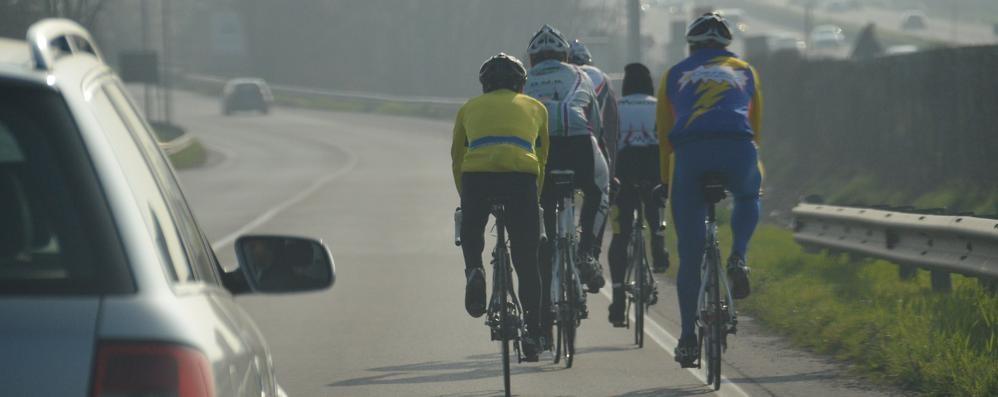 «I ciclisti in doppia fila? Sono più sicuri per tutti» - Video