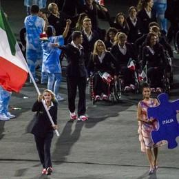 Martina balla con la bandiera italiana Al via le Paralimpiadi – Guarda il video