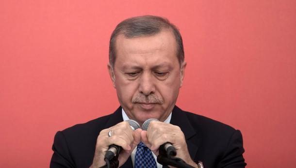 Erdogan: 'cercano caos, noi siamo uniti'