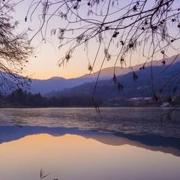 Il lago d'Endine inizia a ghiacciarsi Ma fate attenzione, è molto pericoloso