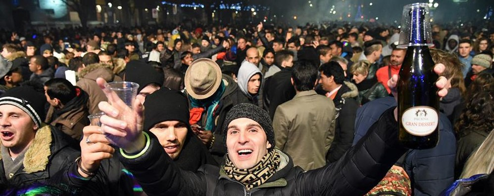 In 5 mila in centro a Bergamo. Con fuochi Festa (senza botti) in Città Alta- Foto