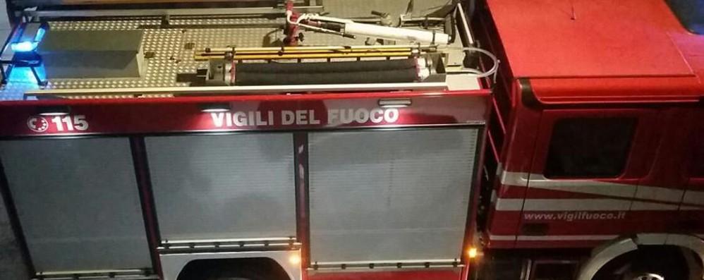 Mamma bloccata a letto, il figlio cade Chiusi in casa arrivano i pompieri