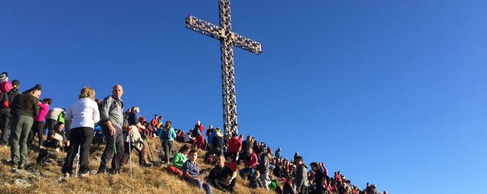 Una tradizione  lunga 48 anni - Foto In 2 mila alla Messa sul Pizzo Formico