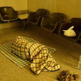 Freddo polare, deceduti otto senzatetto Scandella: «Apriamo le stazioni»